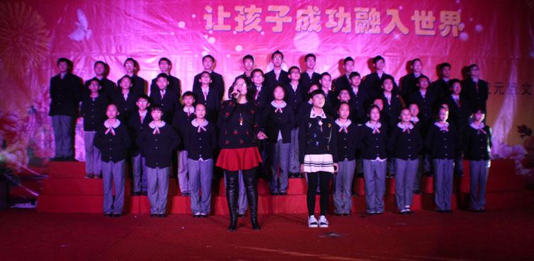 2班的歌伴舞《友谊地久天长》